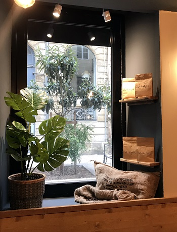vitrine-decoration-cafe-bar-bordeaux