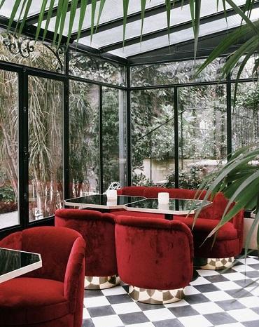 couleur-rouge-fauteuil-restaurant