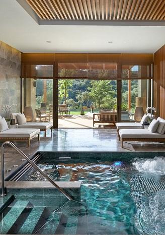 institut-beauté-piscine-bleu-decoration