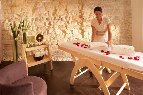salle-massage-decoration-petale